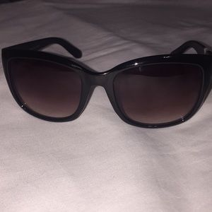 Oscar de la Renta black sunglasses